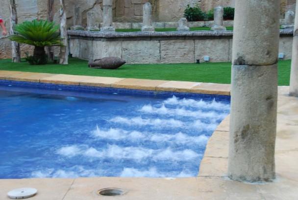 Hidromasajes en piscinas tecnologias para piscinas for Chorros para piscinas