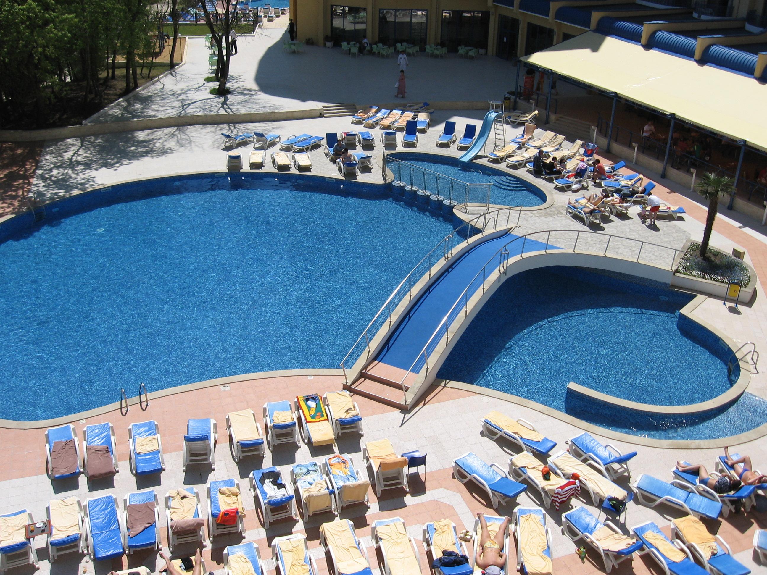 Productos hidromainake piscinas fuentes cascadas y lagos for Piscinas pequenas con cascadas
